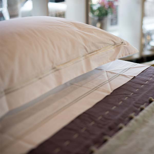 Sheets, pillow cases, duvet covers, throws & Blankets